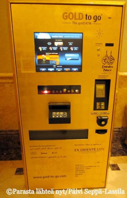 Gold to go -kulta-automaatti Emirates Palace -hotellissa Abu Dhabissa, Arabiemiraateissa.
