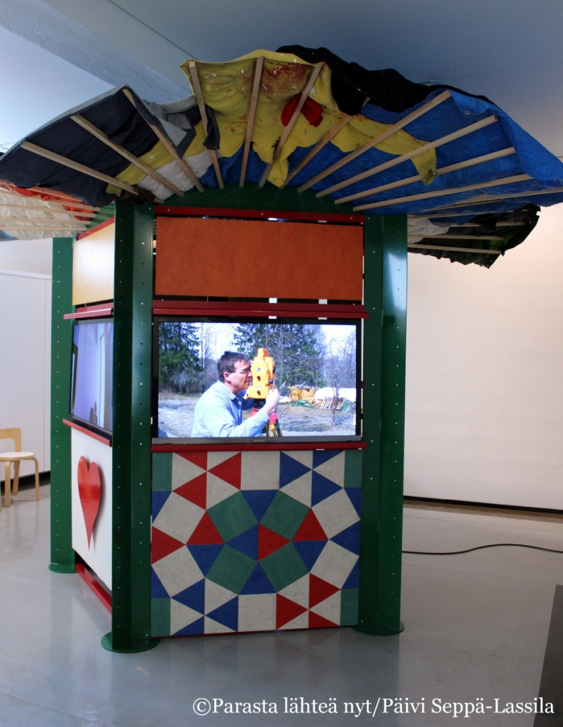 Jan-Erik Andersson: Life on a Leaf Video Kiosk. Video-installaatio, 2010–2012. Nelimarkka-museo.