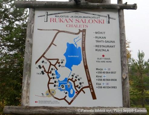 Majoitustilat, ravintola ja saunat sijoittuvat Salonkijärven ympärille.