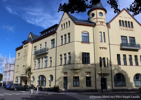 Hotel Regatta on kuuluisan arkkitehdin Lars Sonckin vuonna 1898 suunnittelema jugendrakennus . Se entisöitiin täysin vuonna 2013.