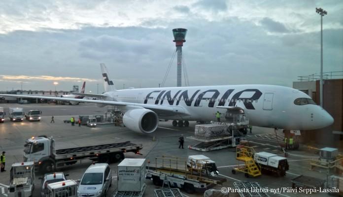 Finnairin Airbus 350 -kone kuvattuna Heathrowin lentoasemalta.