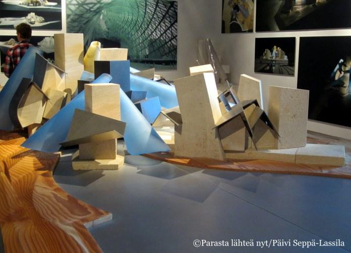 Pienoismalli Frank Gehryn suunnittelemasta Guggenheim-museosta.