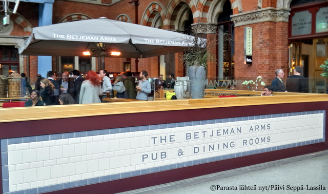 The Betjeman Arms, St. Pancras, Lontoo
