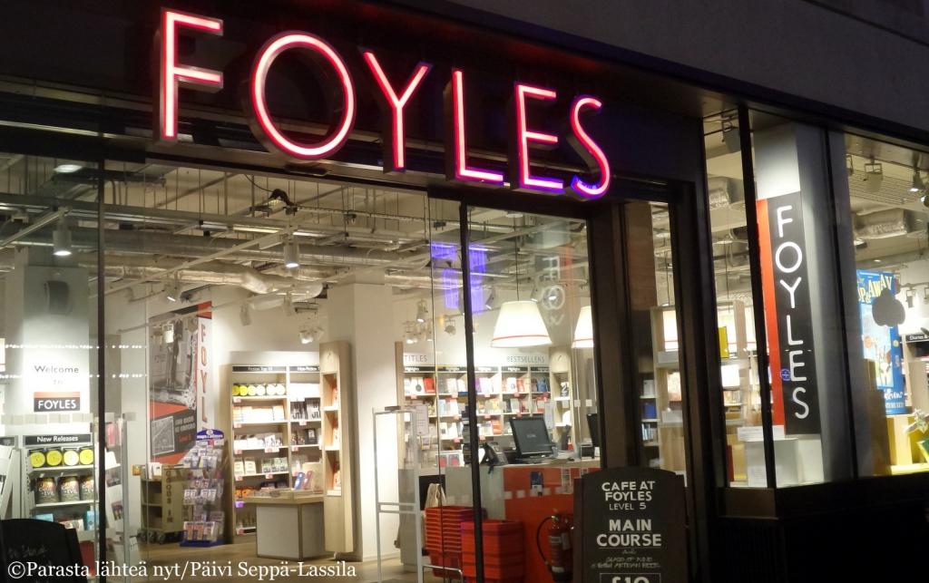 Foyles-kirjakauppa Charing Cross Roadilla.