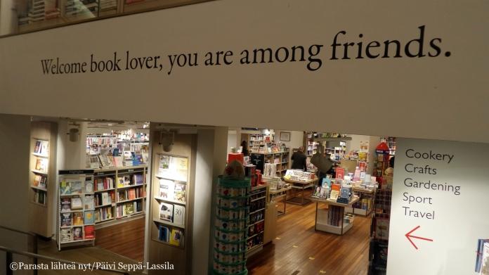 Mietelause Foylesin kirjakaupassa.