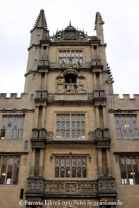 Yksityiskohta Bodleian-kirjaston rakennuksesta.