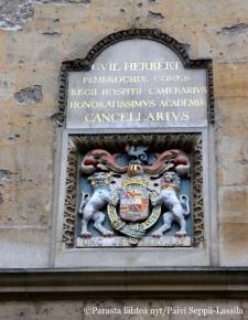Bodleian kirjastorakennuksen vaakuna.