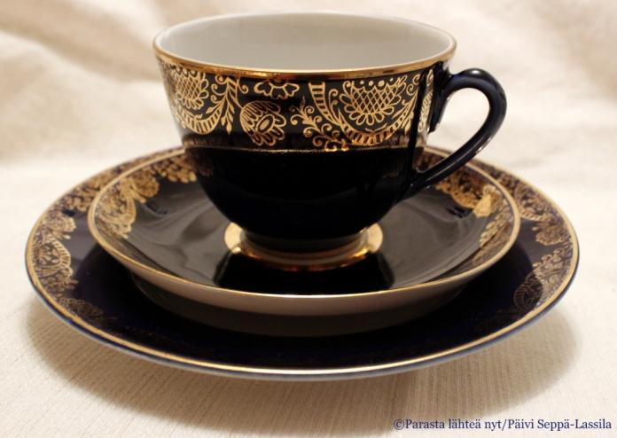 Siniset teekupit kuuluvat juhlahetkiin.