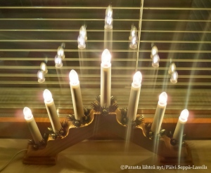 Joulun aikaan potilashuoneisiin tuotiin tunnelmaa sähkökynttilöin.
