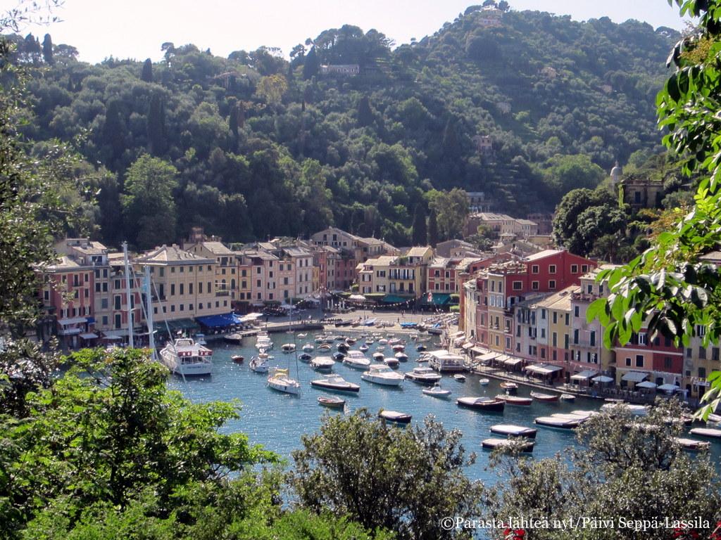 Portofinosta saa helposti postikorttikuvia.