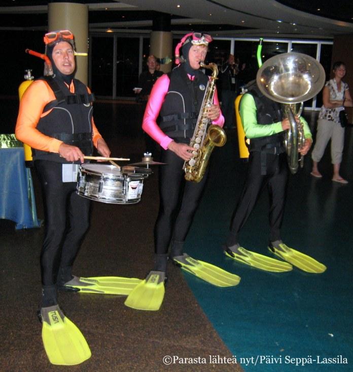 Soittajat olivat pukeutuneet juhlapaikan mukaisesti.