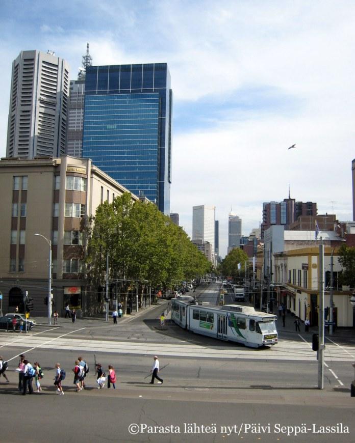 Katunäkymä Melbournesta.