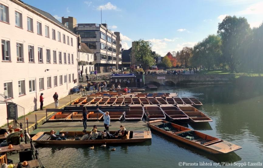 Punting-veneitä Camjoella.
