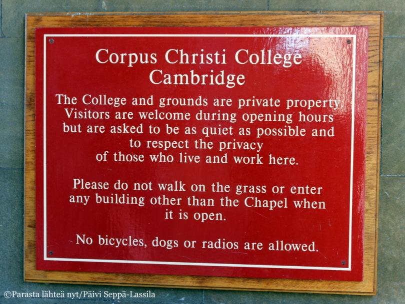 Corpus Christi Collegeen pääsee tutustumaan sen aukioloaikoina.