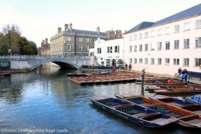 Punting-veneitä The Anchor-pubin edustalla.