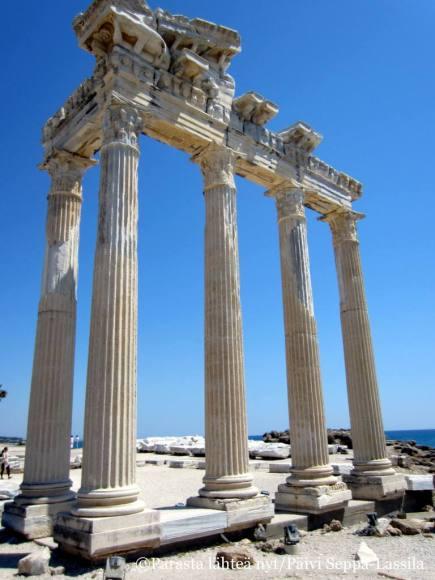 Apollon temppelin pylväitä Sidessä.