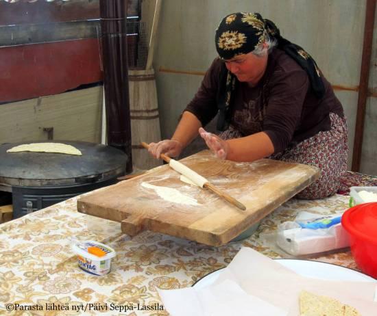 Tuoreita leipmuksia oli tarjolla turisteille.