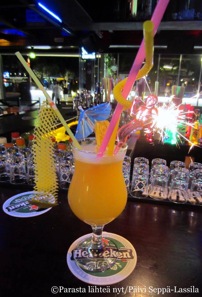 Drinkki The Royal Castle Pubin tapaan.