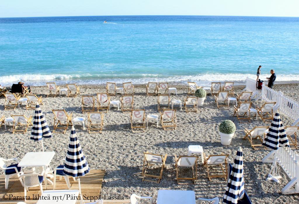 Rantaa  Promenade des Anglaisin varrelta.