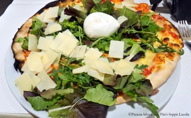 Pizzaa nizzalaisessa ravintolassa.