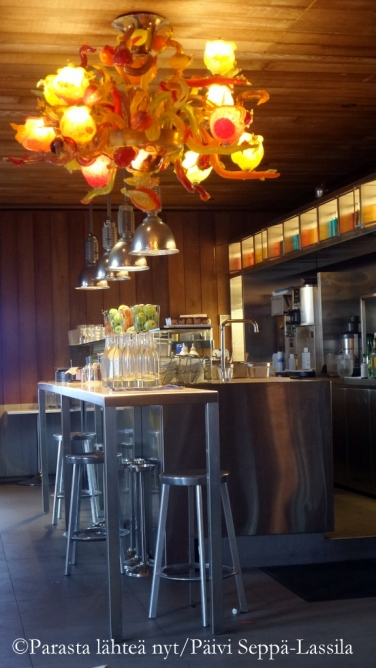 Ravintolan sisustusta Garibaldi-aukiolla.