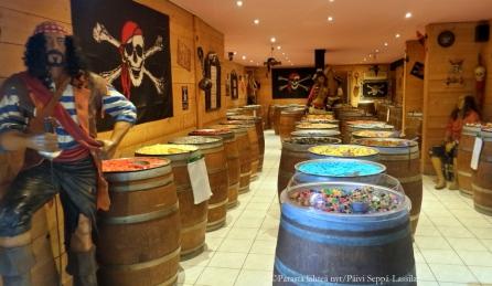 Merirosvoteemainen karkkikauppa Nizzan vanhassa kaupungissa.