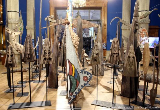 Nämä teokset kuulunevat museon Taba Naba -näyttelyyn, joka on avoinna syyskuun 2016 loppuun saakka.