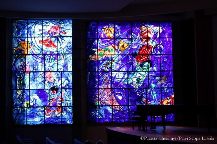 Nämä konserttisalin lasimaalaukset olivat itselleni museon vaikuttavinta antia.