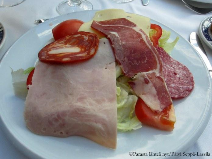 Liekö tämä tapas vai alkuruoka? Annos oli tarjolla barcelonalaisessa hotellissa erään konferenssin lounaalla.