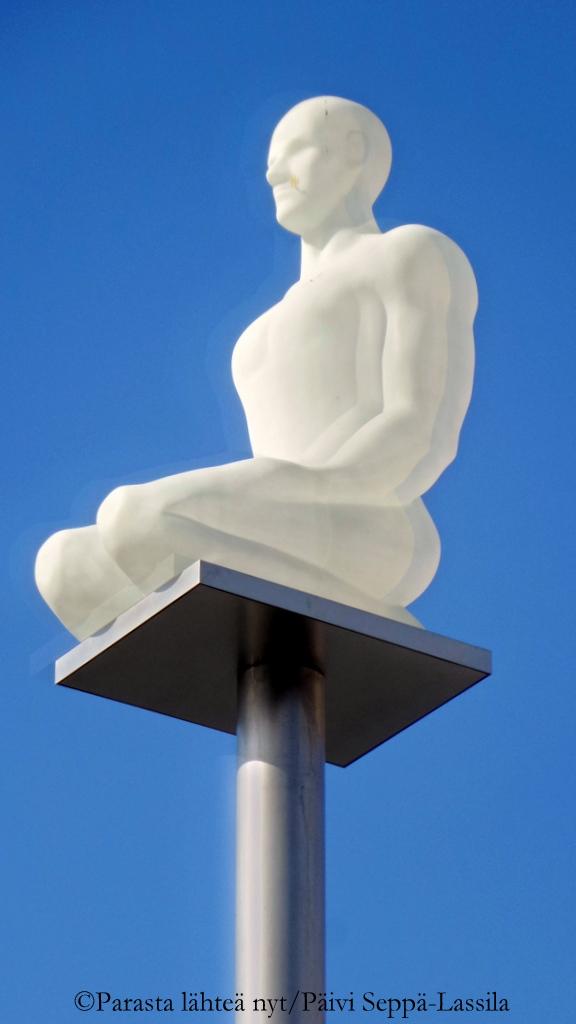 Yksi seitsemästä patsaasta, jotka muodostavat Jaume Plensan teoksen Conversation à Nice Place Massenalla.