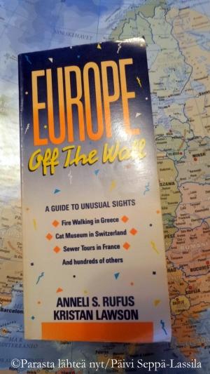 Oppaassa on kahdeksan sivuja Suomesta ja sen omalaatuisista matkailunähtävyyksistä.