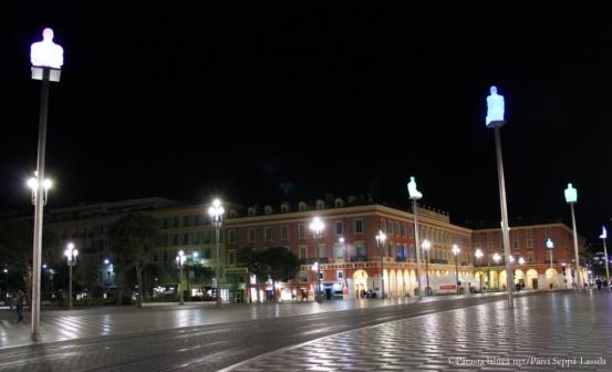 Jaume Plensan patsaat koristavat Place Massena.