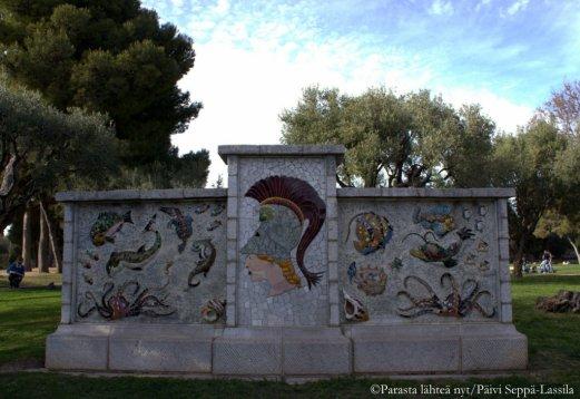 Mosaiikkitaidetta linnavuorella.