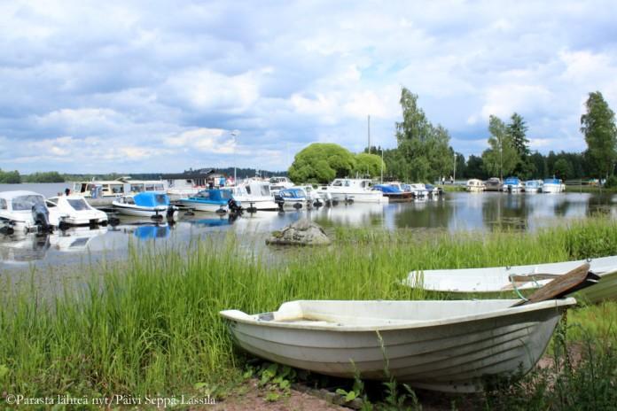 Sastamalan satamassa on vain muutamia veneitä. Joukossa on myös m/s Liekovesi.