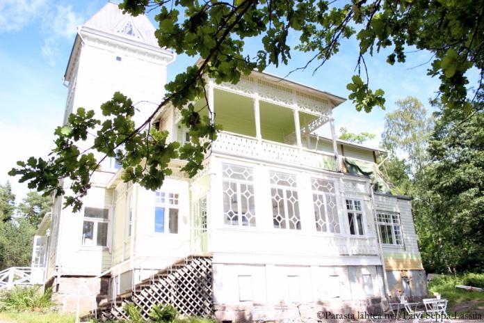 Kahvila Paratiisi on avannut ovensa tänä kesänä. Aiemmin Ulappana tunnettu rakennus on ollut Turun kaupungin koulutoimen käytössä.