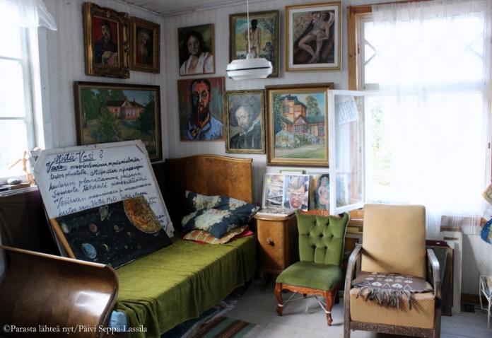 Vanhassa viinatehtaasa on taiteilijan koti, työhuone ja galleria.