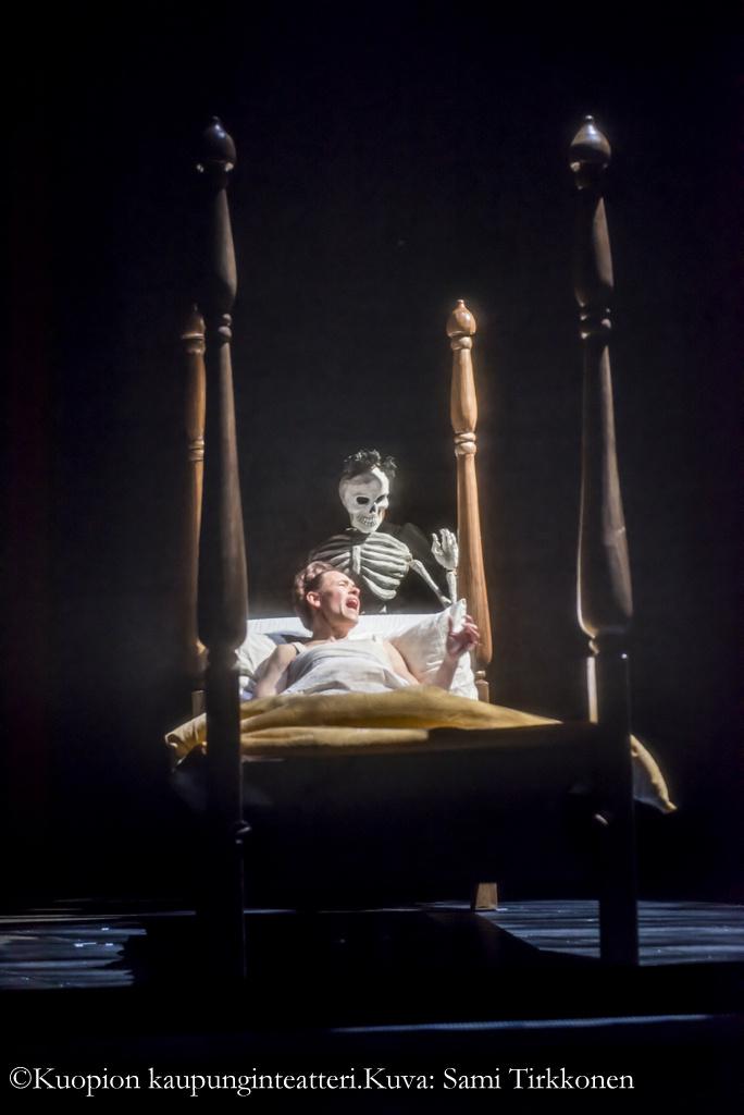 Kuolema kulkee alituiseen Fridan kannoilla.