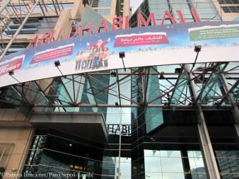 Abu Dhabi Mallin sisäänkäynti.