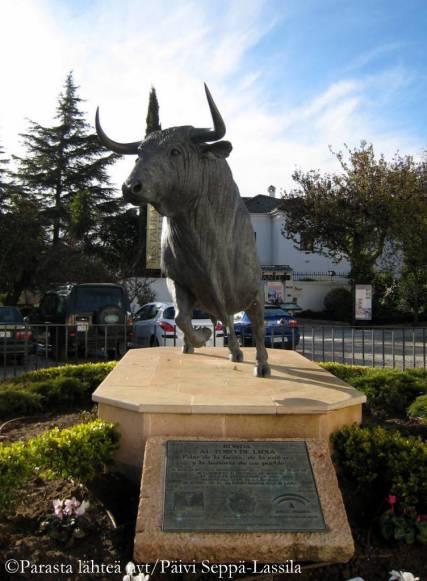 Rondassa sijaitsee yksi Espanjan vanhimmista härkätaisteluareenoista. Plaza de Toros de Ronda valmistui vuonna 1785.