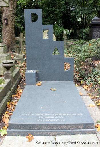 Taiteilija Patrick Caulfieldin hauta.