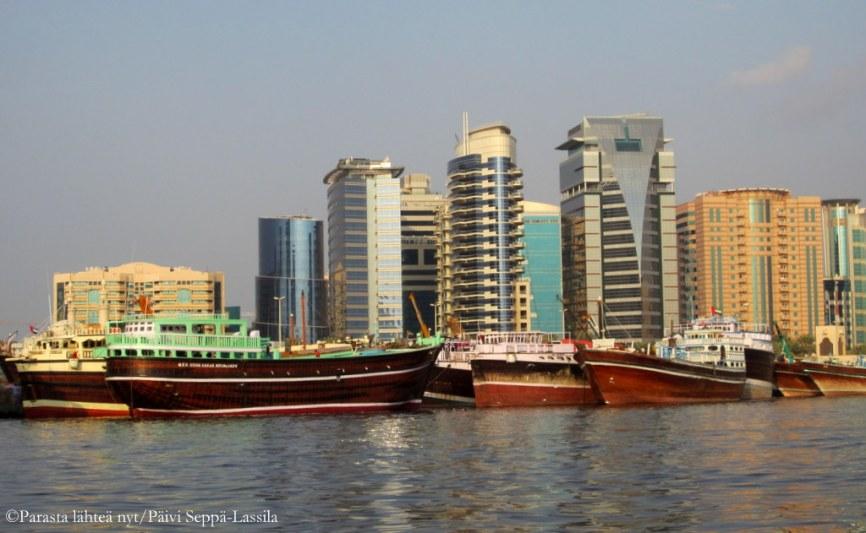 Dubain lahden korkeita rakennuksia.