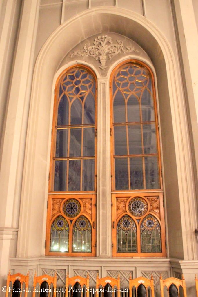 Ritarihuonesalin ikkunat