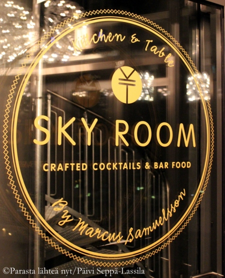 Sky Room on korekan tason baari - näkymät ovat hulppeat 16. kerroksesta.