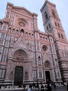 Firenzessä on yksi maailman suurimmista kirkoista, Firenzen tuomiokirkko, Santa Maria del Fiore.