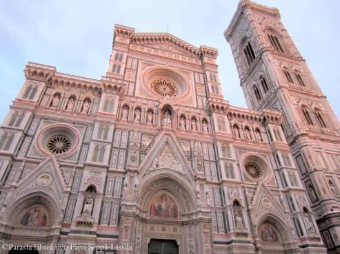 Firenzen tuomiokirkon arkkitehtina oli Filippo Brunelleschi ( 1377-1446)-