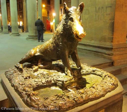 Porcellino di Firenze, jonka on tehnyt Pietro Tacca. Patsa sijaitsee Piaz za del Mercato Nuovo -aukiolla.