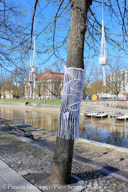 Taito Varsinais-Suomi on tehnyt tämän neulegraffitin.