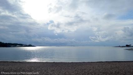 Meri aukeaa Hangossa.