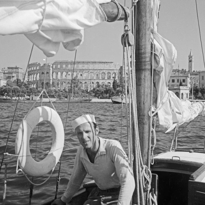Göran Schildt Daphne-purjeveneessä Kroatiassa.