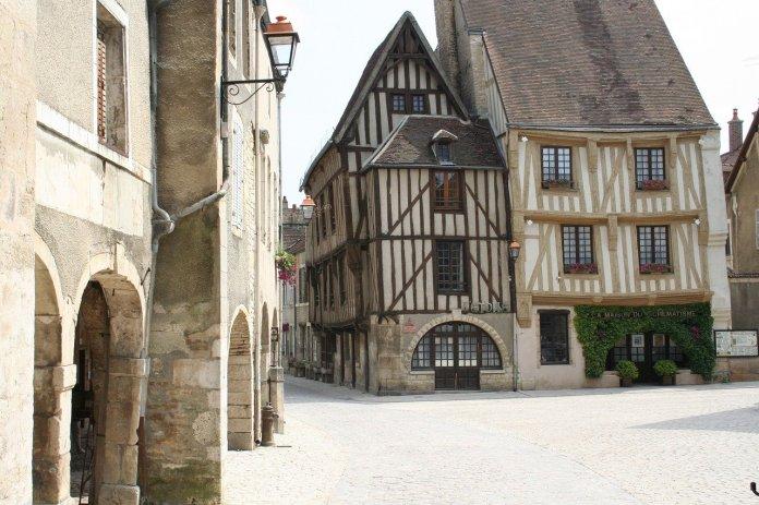 Vanhoja rakennuksia, Troyes, Champagne, Ranska